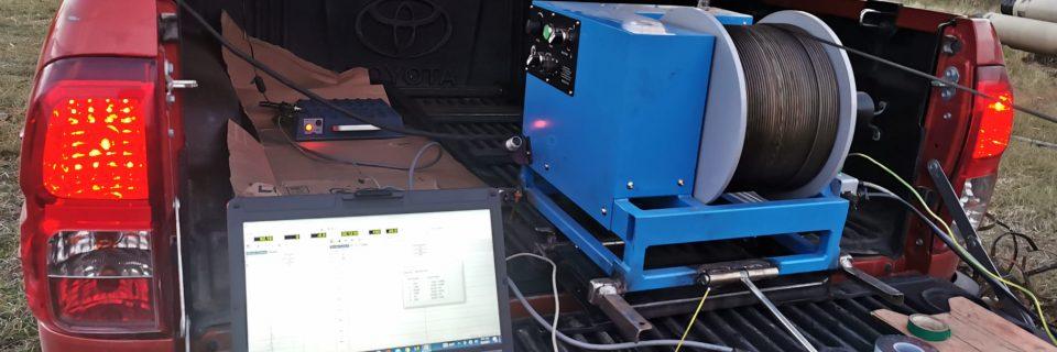 Detinem cea mai performanta statie de carotaj  electric de sonda (filmarea puturilor, a straturilor de apa). Aceasta statie efectueaza masuratori geofizice dupa ce s-a forat, masoara  in   gaura adancimea exacta la care se gasesc straturile freatice, cat si cele seci, inclusiv temperatura din sol.